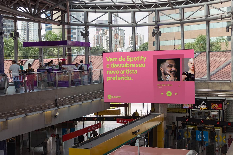 """Billboard da campanha """"Ubiquity"""", de Spotify"""