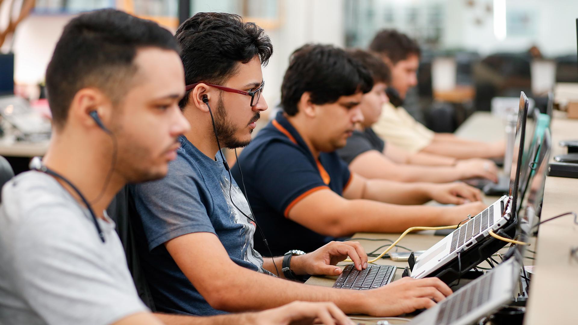 Equipe CroSoften em desenvolvimento de projeto