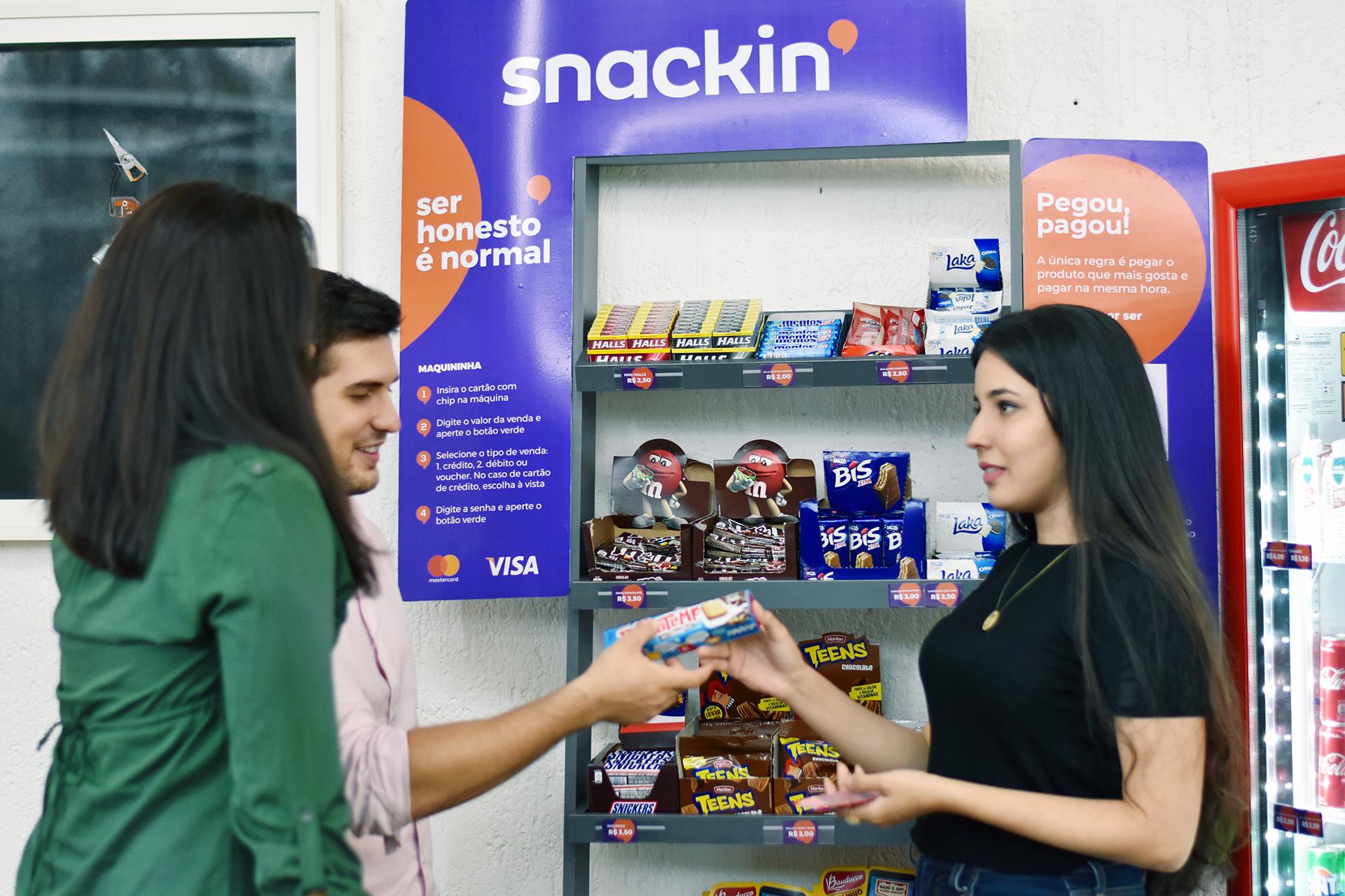 A Snackin' - minimercados de autosserviço instalados em ambientes corporativos - tem como objetivo disseminar a cultura da honestidade.