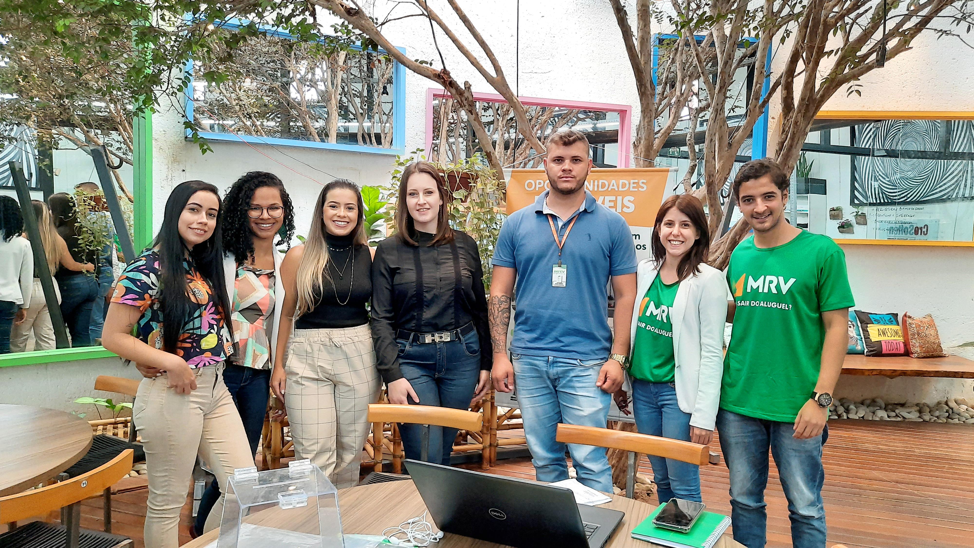 Equipes MRV e CroSoften em ação de marketing interno na sede da CroSoften em Uberlândia.
