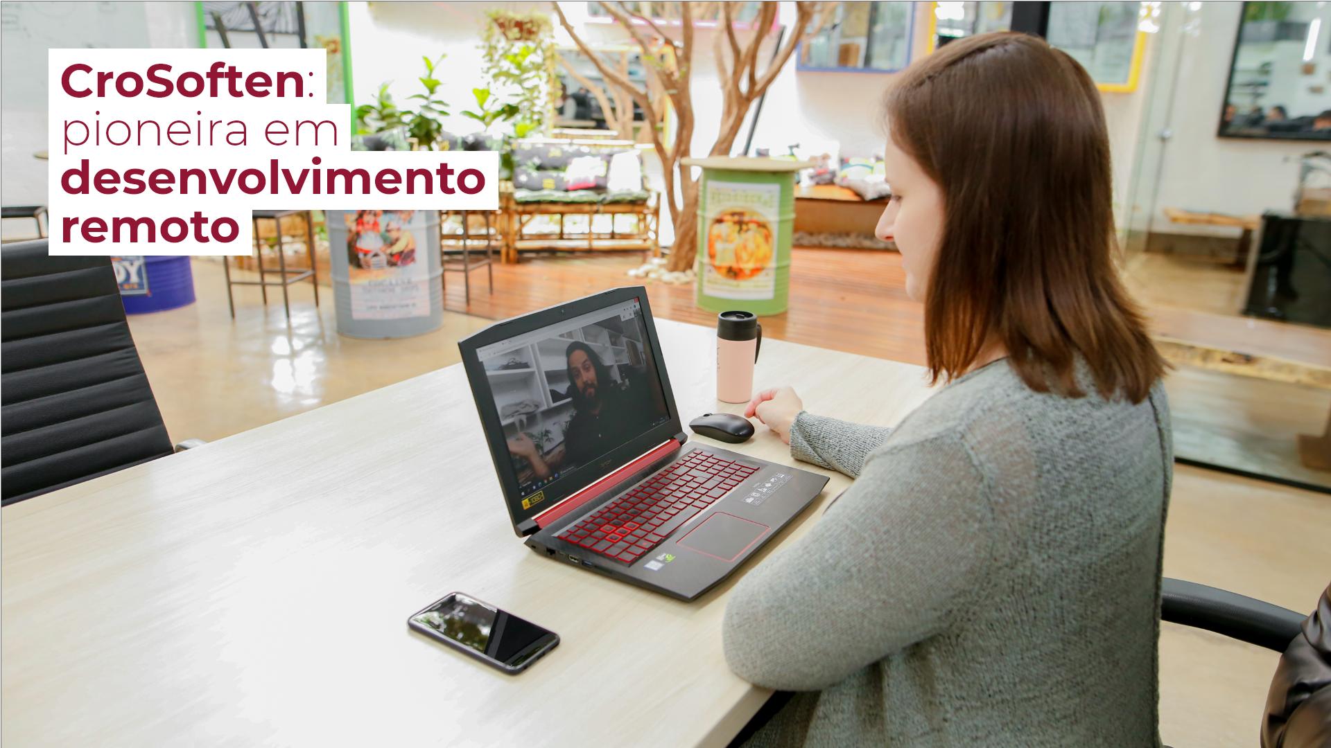 A CroSoften é pioneira em trabalho remoto e todos na equipe utilizam tecnologia para manter o contato e realizar suas tarefas onde quer que estejam.